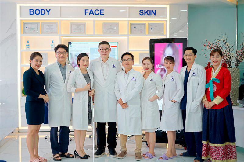 Đội ngũ bác sĩ, điều dưỡng