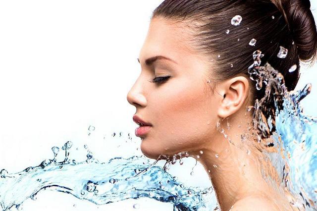Cách chăm sóc da khi thời tiết mưa ẩm 2