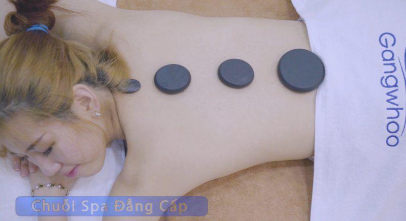 Massage đá nóng với hình thức trị liệu xoa bóp