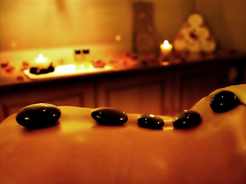 Massage body đá nóng là gì?