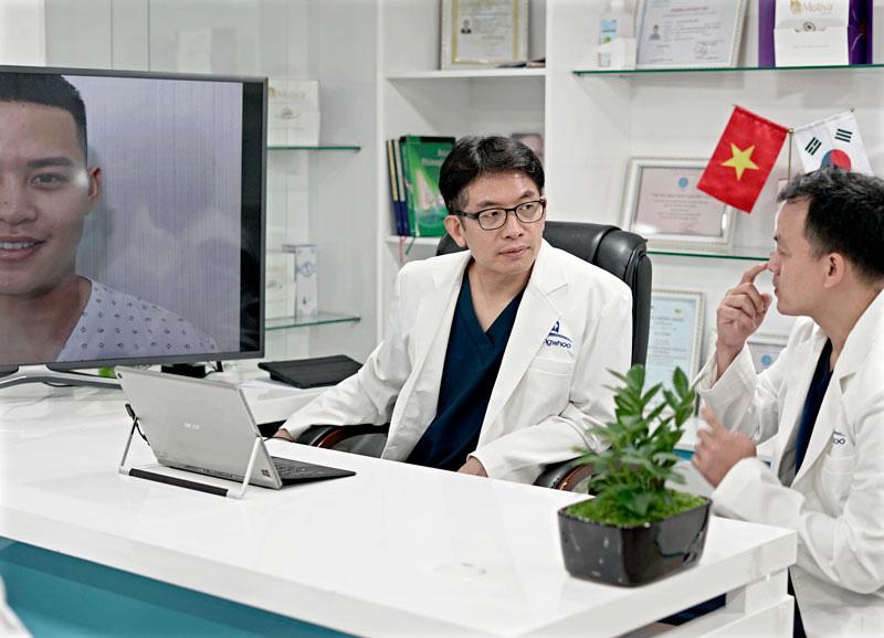 """Bác Sĩ Hàn Quốc Park Sung Yong """"Phù Thủy"""" Của TMV Gangwhoo"""