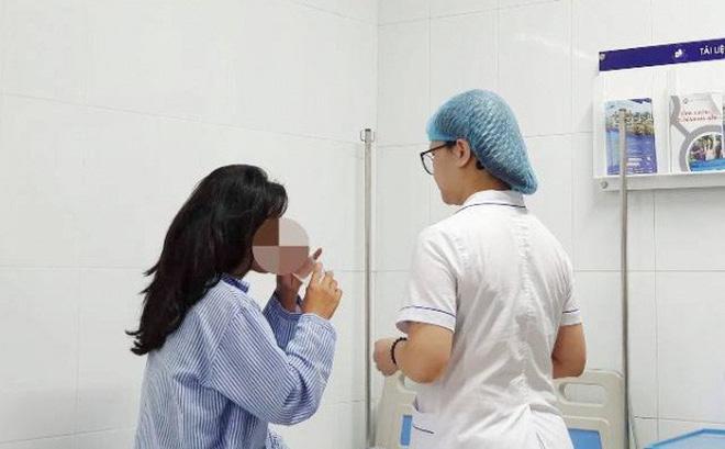 Mù mắt sau khi tiêm filler nâng mũi ở một spa 2