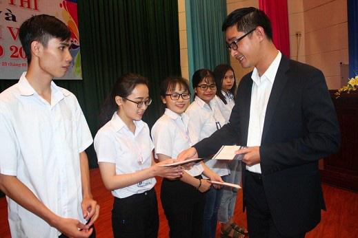 Thẩm mỹ viện Gangwhoo tiếp sức sinh viên nghèo đến trường 1