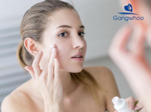 Dưỡng ẩm da thường xuyên là cách se khít lỗ chân lông hiệu quả