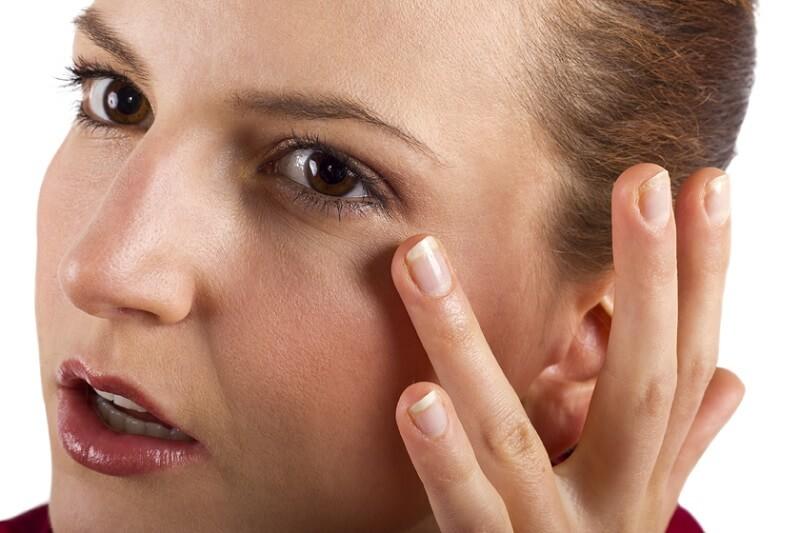 massage mắt đúng cách giúp giảm vết chân chim