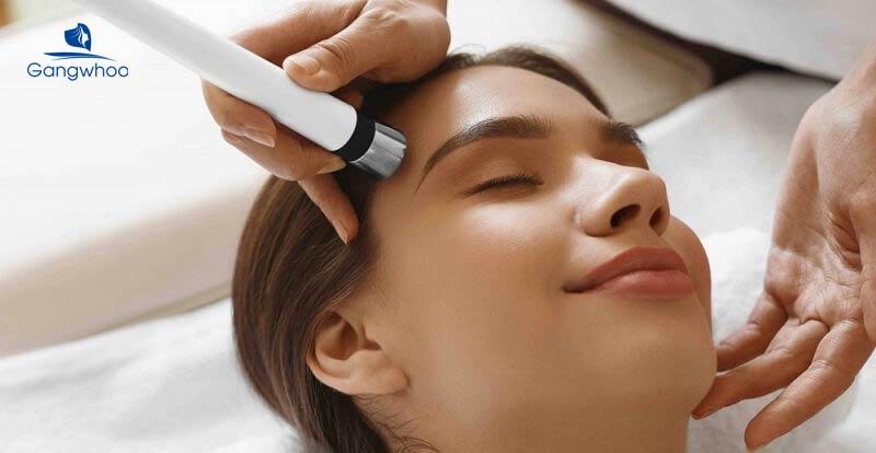 chăm sóc da sau khi đọc hướng dẫn lăn kim tại nhà