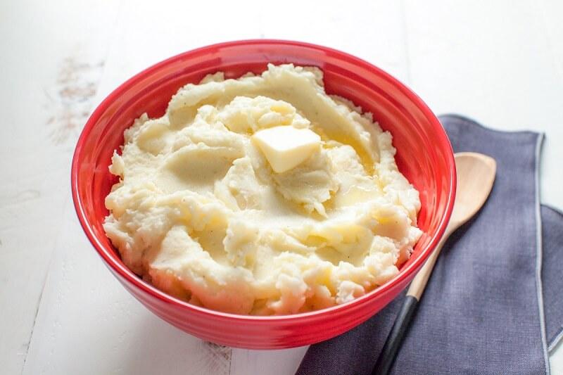 cách làm trắng da bằng sữa tươi và khoai tây