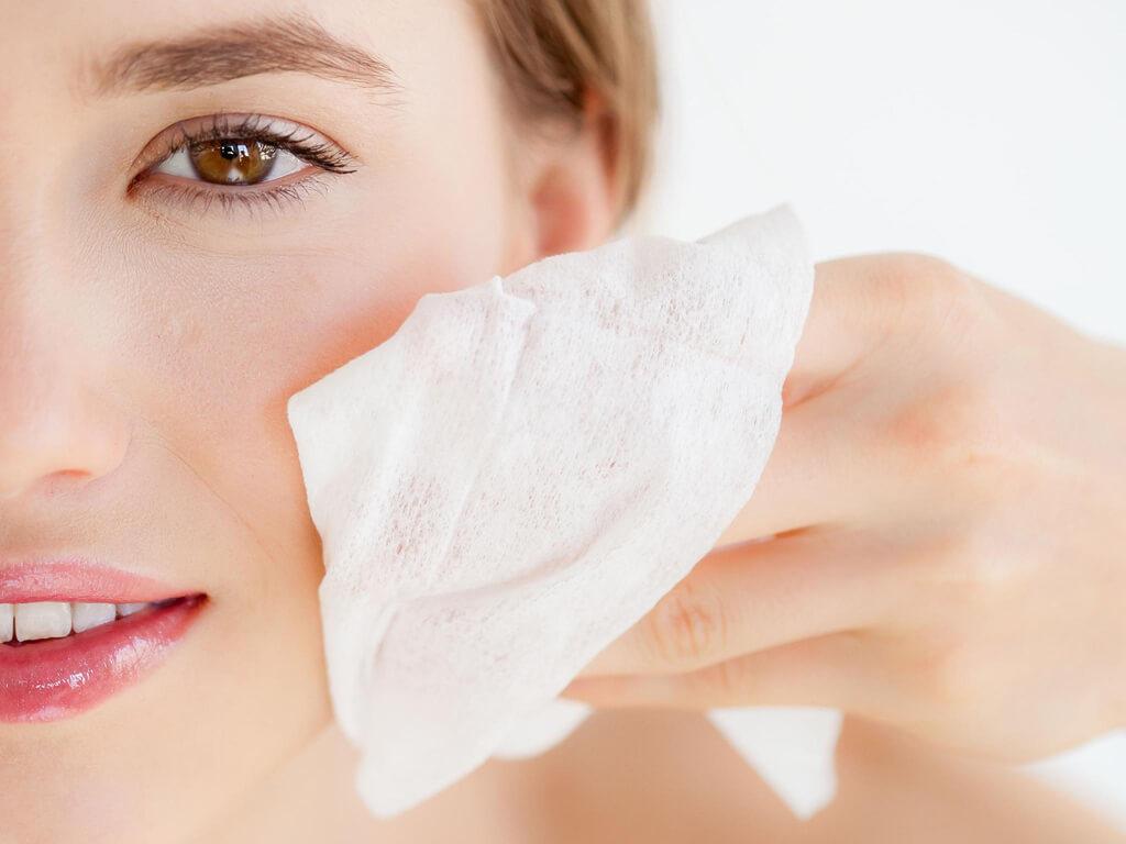 các bước chăm sóc da, dùng nước cân bằng giúp da bớt khô