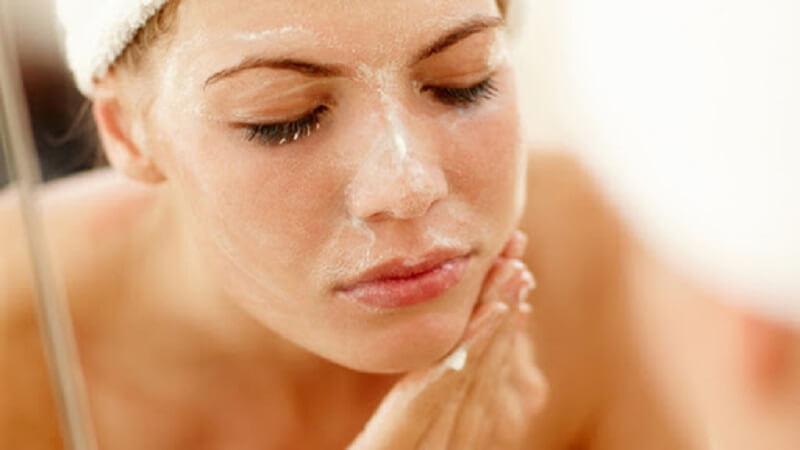 các bước chăm sóc da mặt, tẩy tế bào chết là bước quan trọng nhất