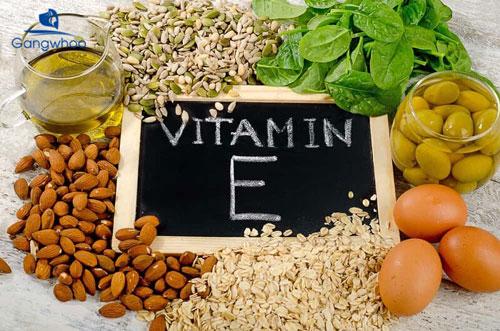 Cách trị mụn ẩn bằng thoa vitamin E