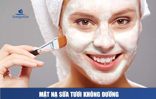 Quét sữa tươi lên da mặt để tạo mask
