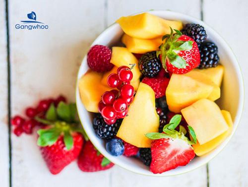 ăn nhiều rau và trái cây giúp giảm sưng sau nâng mũi