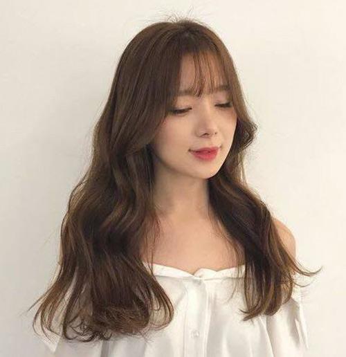 phụ nữ khuôn mặt dài nên cắt tóc kiểu gì - cắt kiểu tóc ngắn xoăn nhẹ đuôi