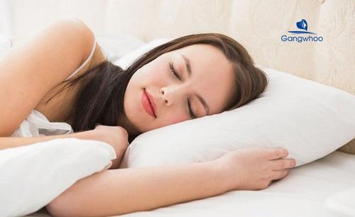 có thể nằm ngủ thoải mái ở tư thế nằm nghiêng sau nâng mũi 1 tháng