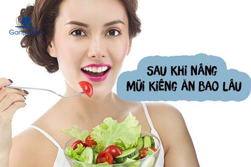Nâng mũi kiêng ăn bao lâu?