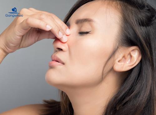nghẹt mũi là một biểu hiện của tình trạng vẹo vách ngăn mũi