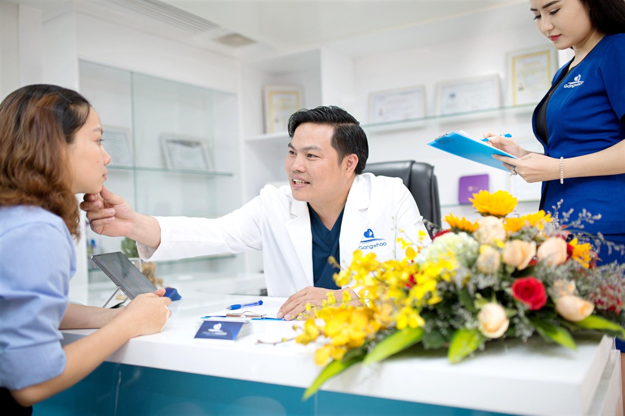 Bác sĩ sửa mũi hỏng giỏi cho Việt Kiều ở Việt Nam