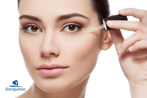 thoa serum sau khi điều trị sẹo rỗ giúp da cho đủ dưỡng chất để hồi phục