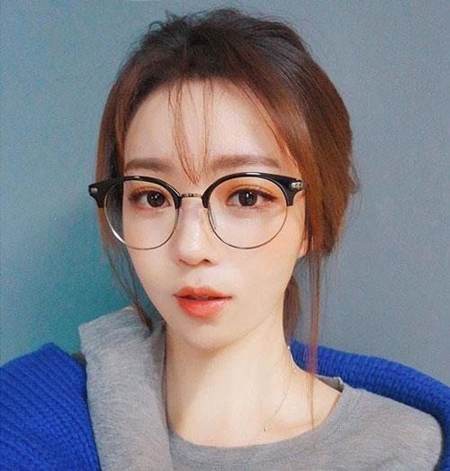 Người có lưỡng quyền cao nên đeo kính to bản gọng tròn