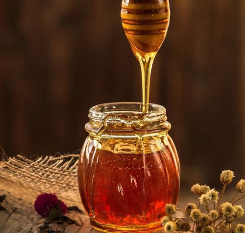 Chăm sóc tóc bằng cách gội đầu bằng bia và mật ong