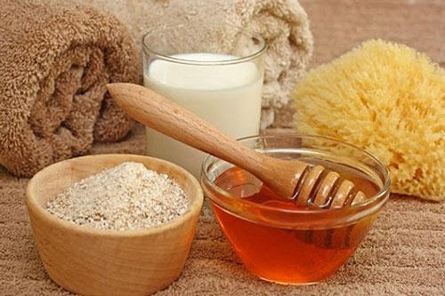 Mặt nạ cám gạo với mật ong nguyên chất và sữa chua không đường