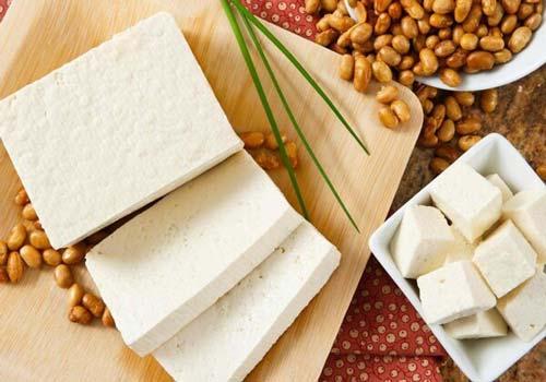 Đậu phụ hay đậu hũ là món ăn quen thuộc với người Việt