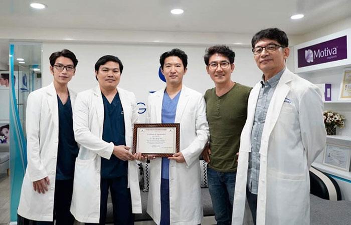 Đội ngũ bác sĩ tại thẩm mỹ viện Gangwhoo